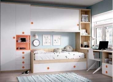 Habitació amb llit niu, escriptori i pont